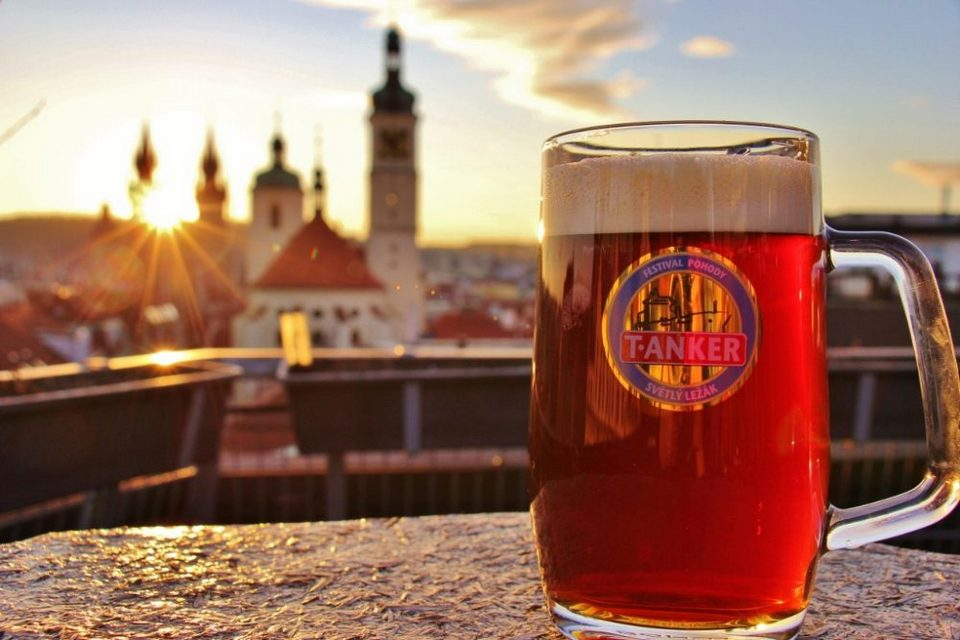 Beer-at-Sunset-at-T-Anker-Craft-Beer-Prague-Czech-Republic-1000x667