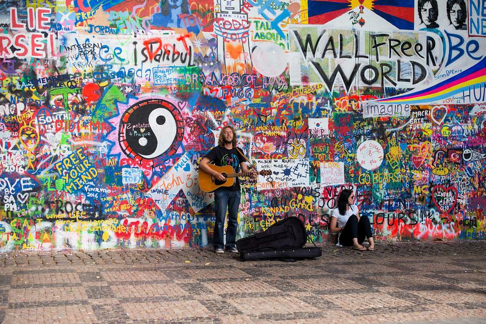 john-lennon-wall-2194390_960_720