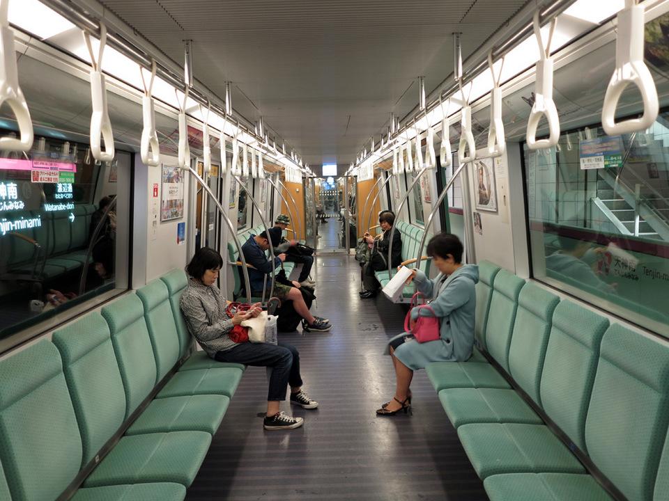 N-Inside-Train-subway fukuoka