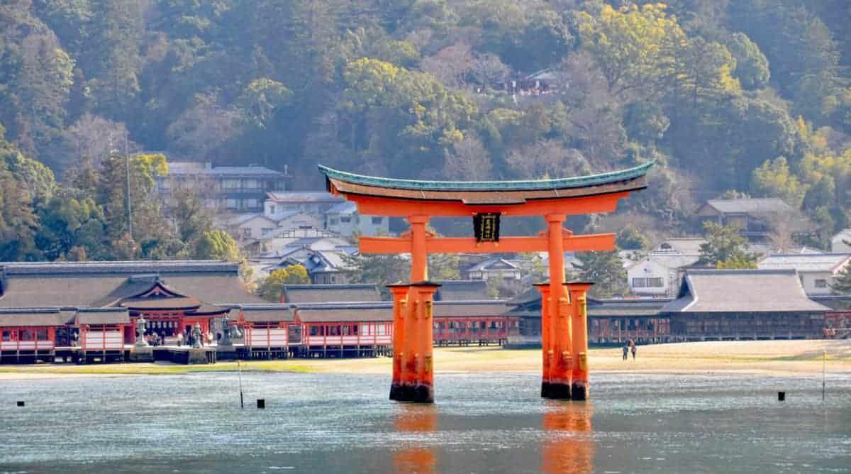 Itsukushima-Shrine-on-Miyajima-at-high-tide-e1546745362319