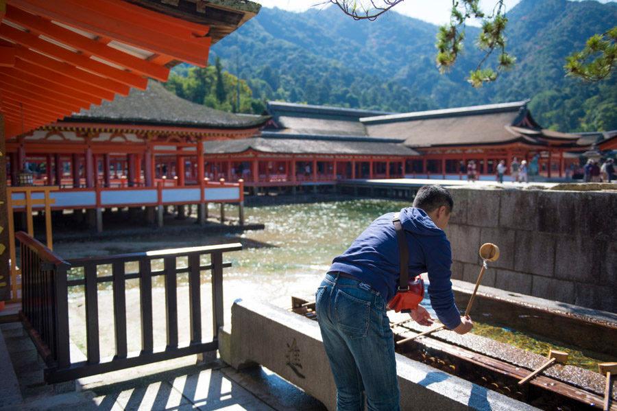 Miyajima Island & Itsukushima Shrine,hiroshima travel blog (1)