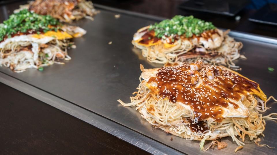 Okonomiyaki hiroshima travel blog (1)