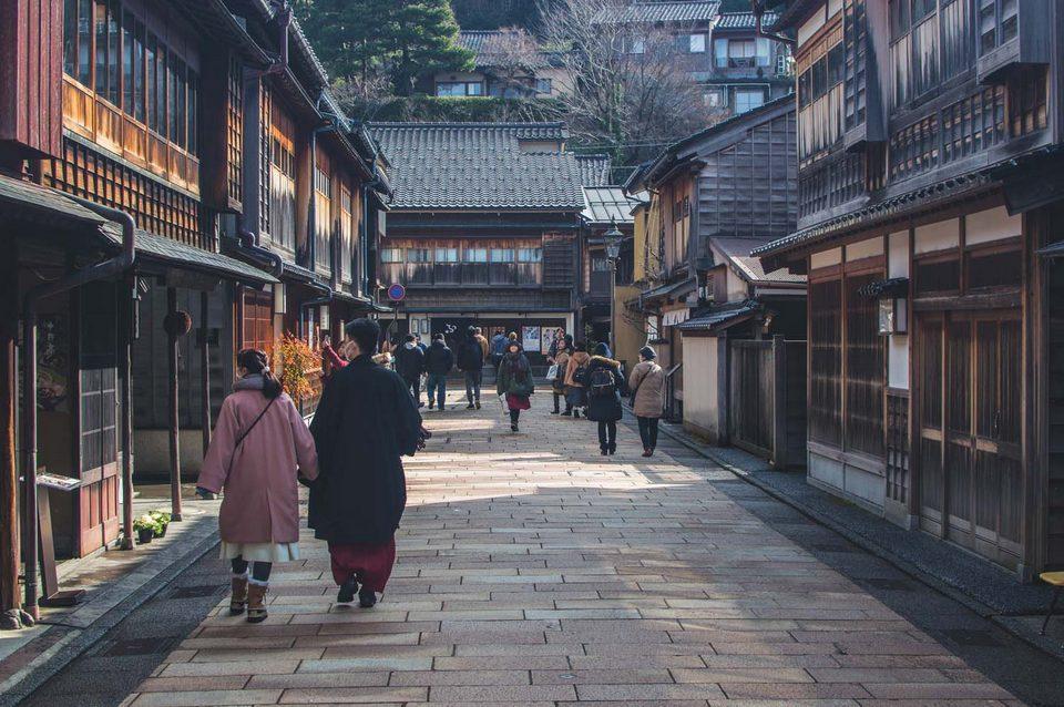 geisha district kanazawa higashi chaya street