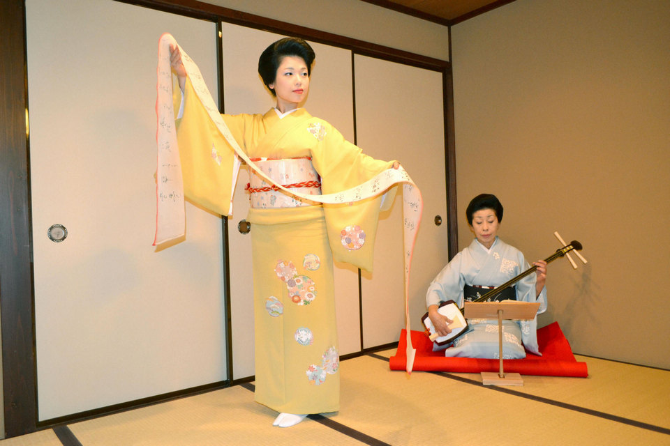Geishas perform at the Nakanoya teahouse