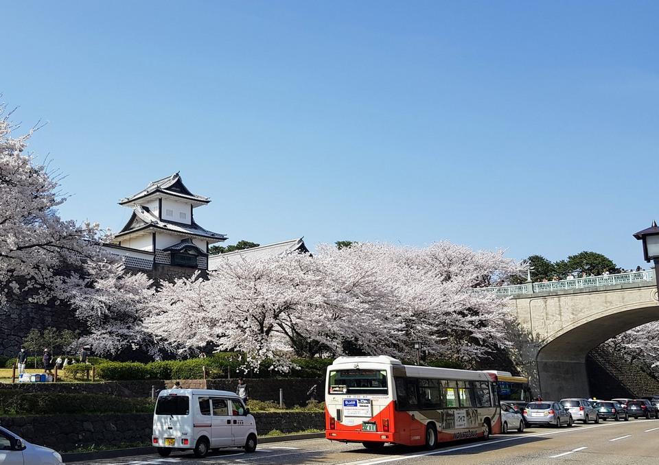 kanazawa-bus-castle