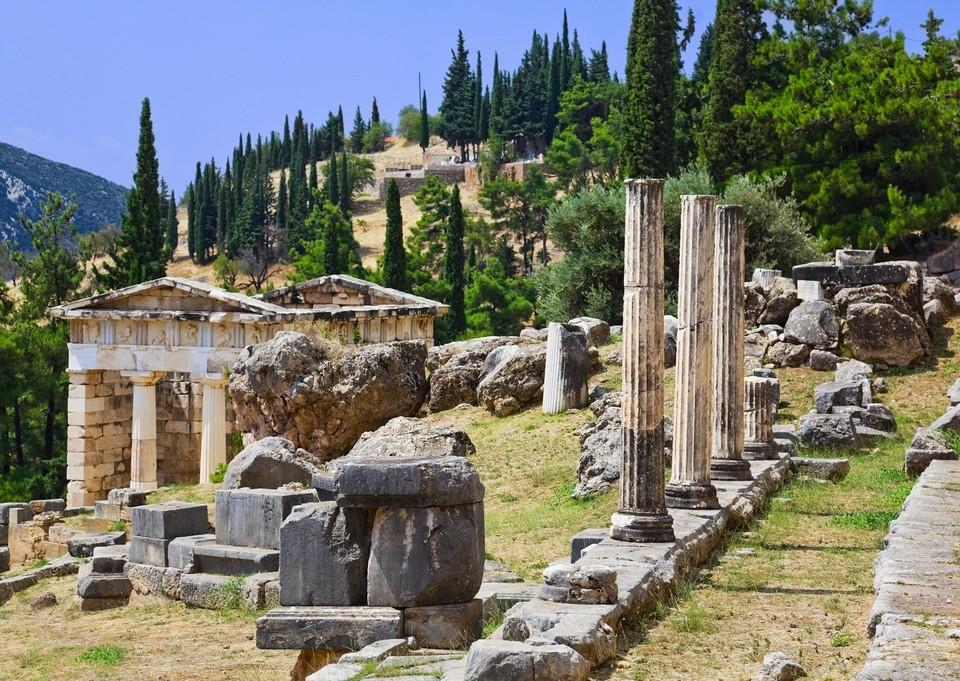 delphi-ancient-city-ruins-greece-mainland-tour-europe-dp7874493-1600_14