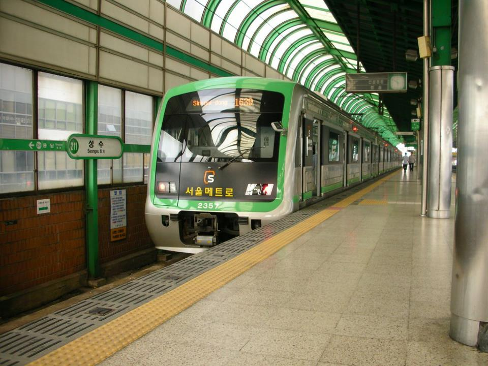 seoul subway train