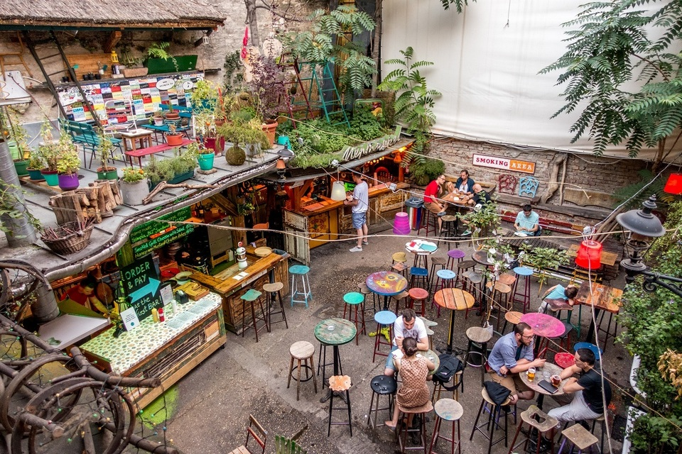 Budapest-ruin-pubs-Szimpla-kert-interior-from-above