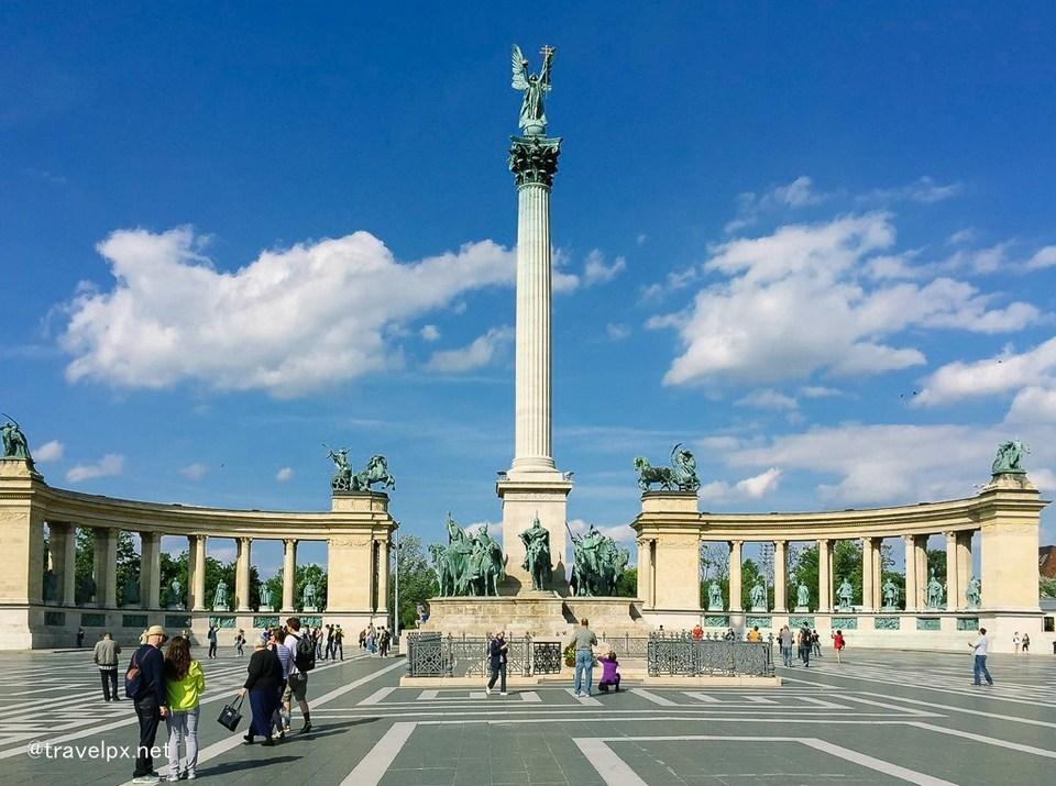 Heroes' Square,budapest travel blog (1)