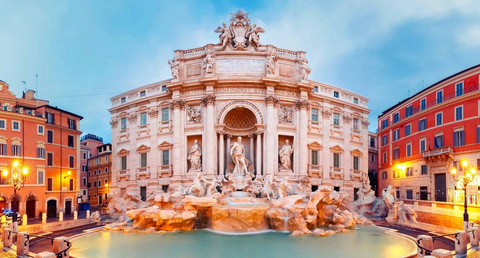 trevi fountain in the morning