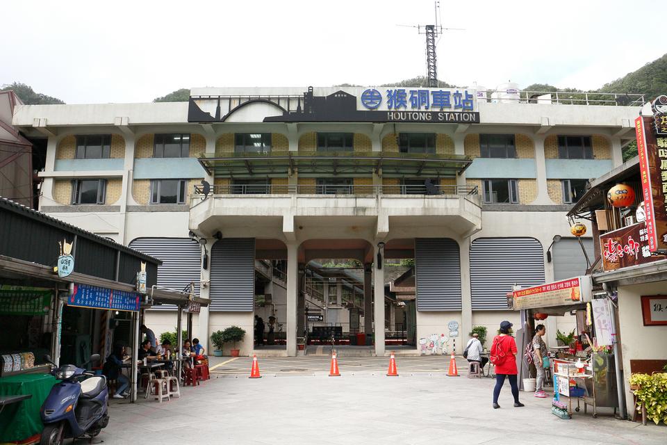Houtong Station