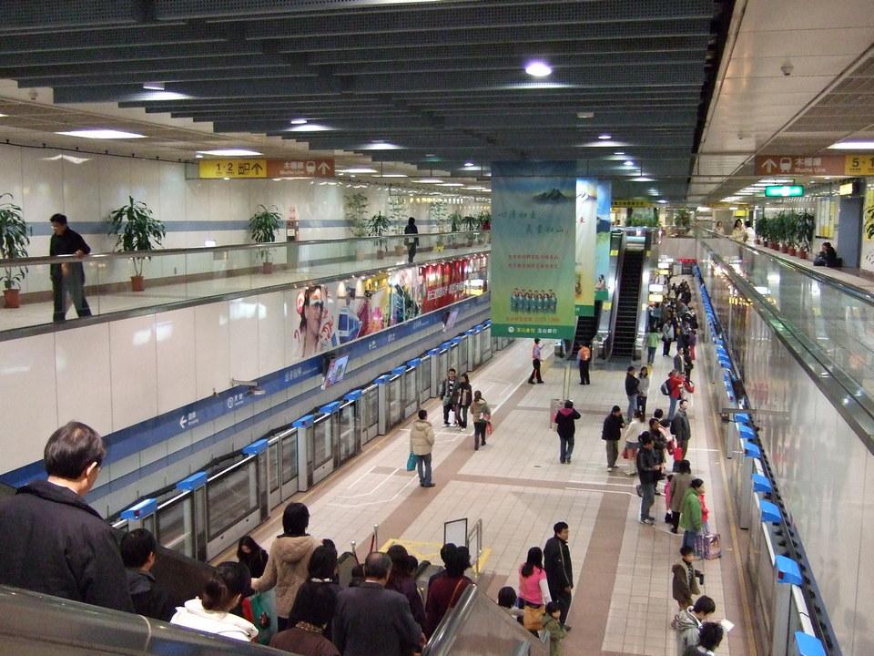 Taipei MRT Zhongxiao Fuxing Station Platform