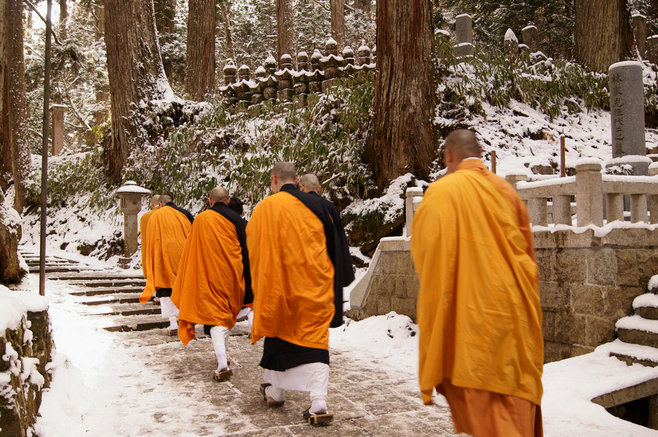 Experience the Buddhist life in Koyasan
