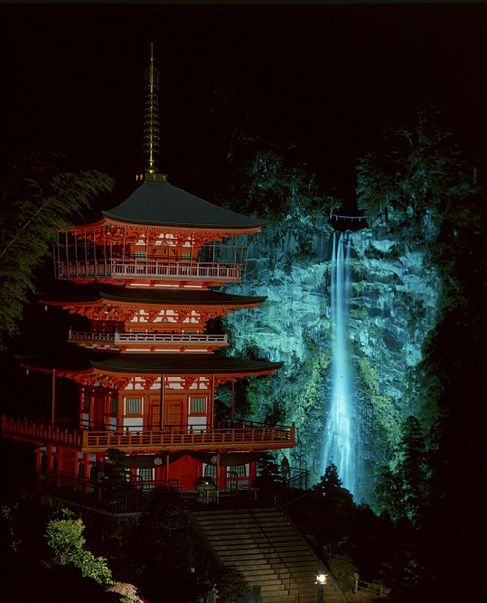 nachi falls at night