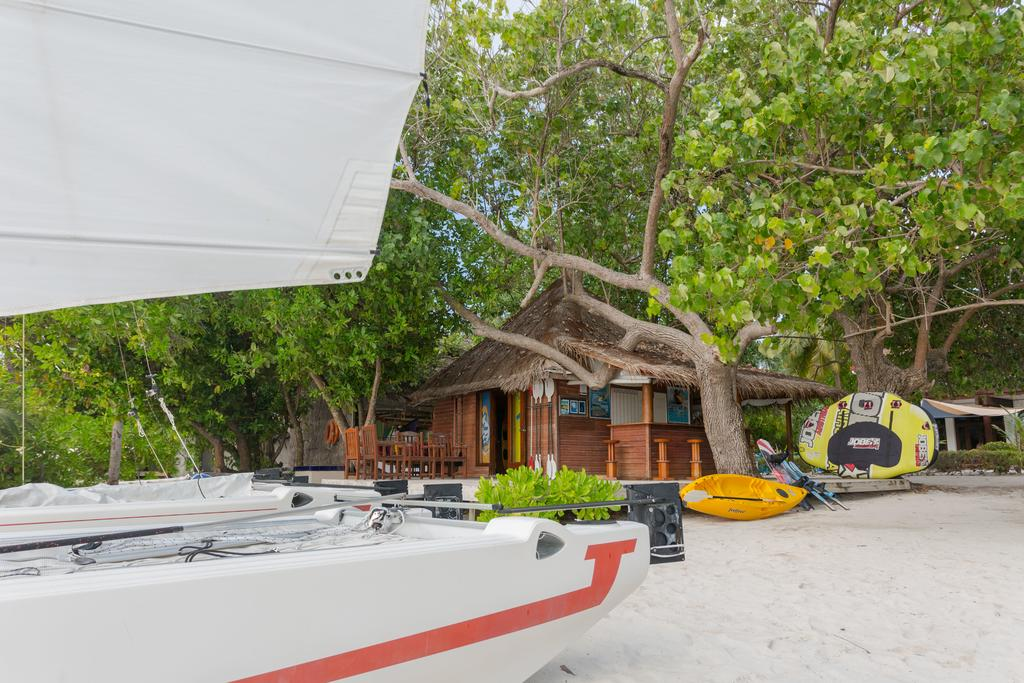 Bandos Island Resort & Spa,best affordable maldives resorts,where to stay in maldives,where to stay in maldives which island is best (1)