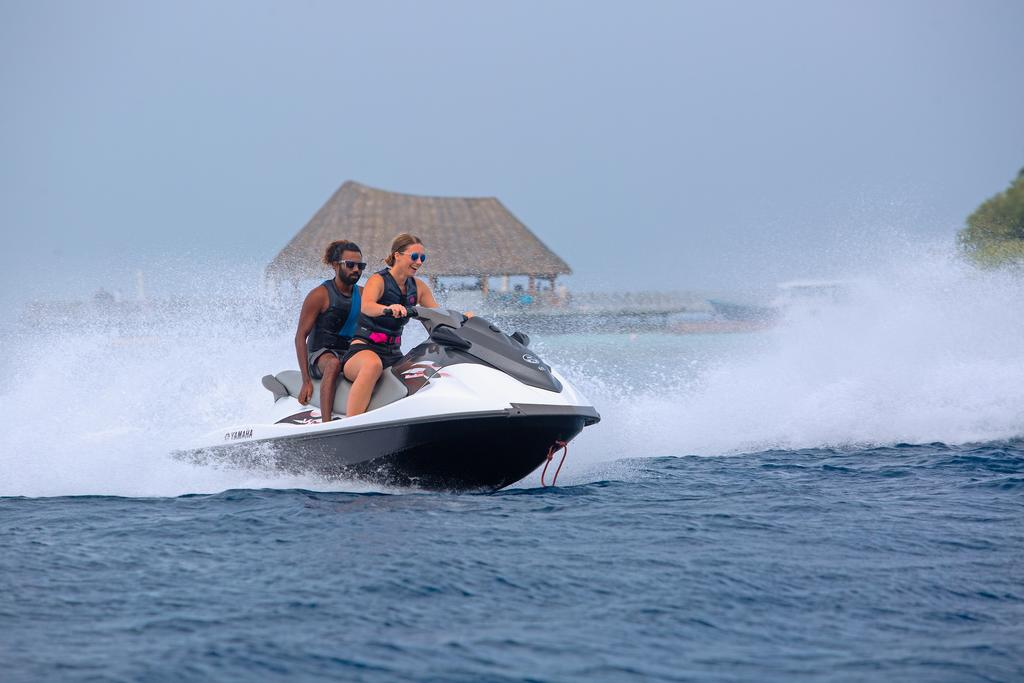 Bandos Island Resort & Spa,best affordable maldives resorts,where to stay in maldives,where to stay in maldives which island is best (1)