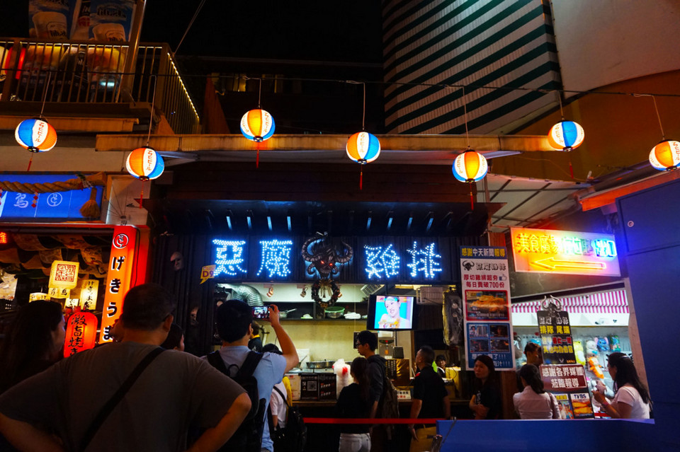 Best chicken chop in FengJia Night Market at Taichung, Taiwan