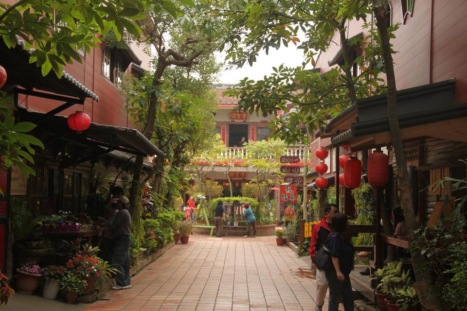 Visiting Meinong Folk Village,kaohsiung,qishan old street (9)