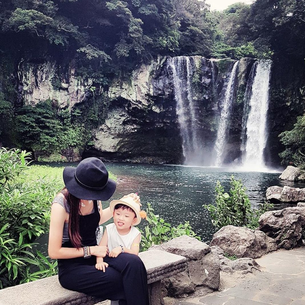 1Cheonjeyeon Waterfalls,jeju day trip,jeju island trip blog,jeju itinerary blog,jeju one day trip,jeju trip itinerary,one day in jeju (12)