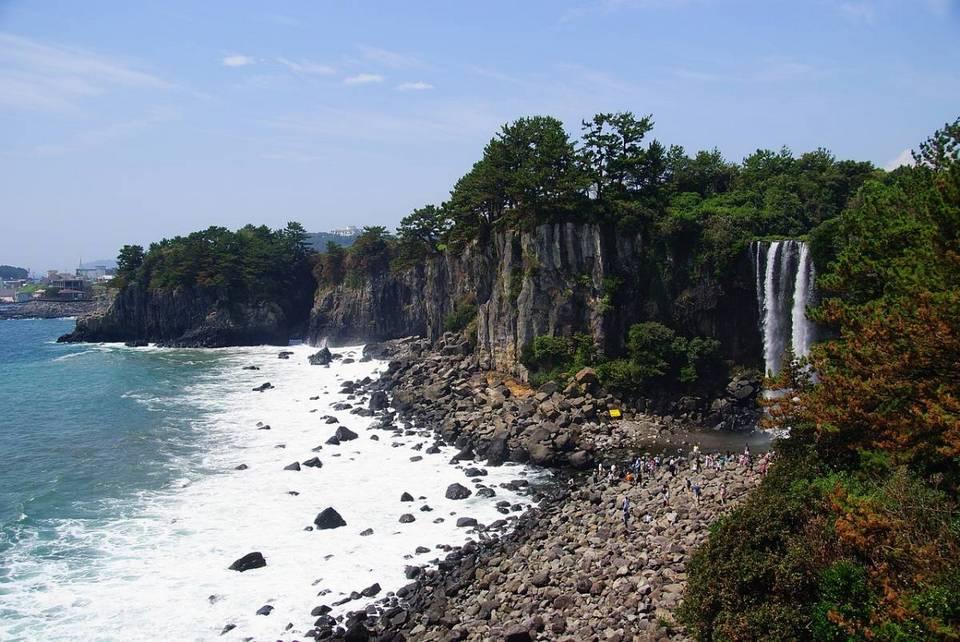 Jeonbang falls,jeju day trip,jeju island trip blog,jeju itinerary blog,jeju one day trip,jeju trip itinerary,one day in jeju (1)