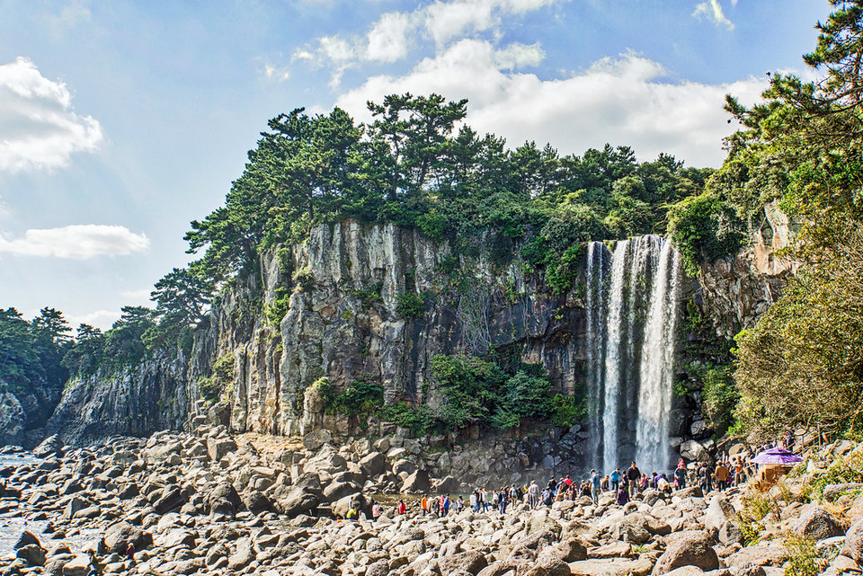 Jeonbang falls,jeju day trip,jeju island trip blog,jeju itinerary blog,jeju one day trip,jeju trip itinerary,one day in jeju (1)