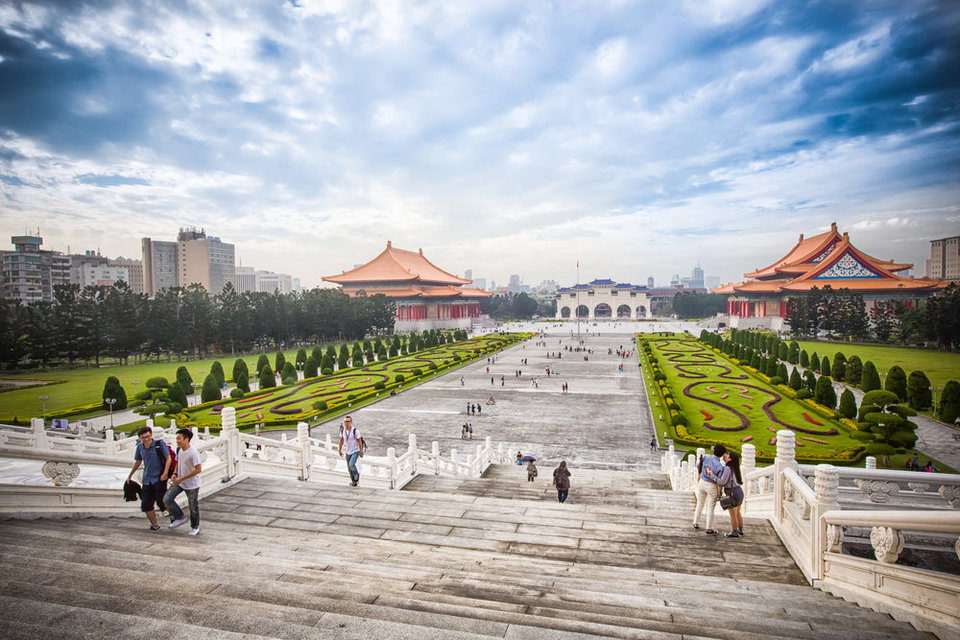 National Chiang Kai-shek Memorial Hall,best places to visit in taipei (1)
