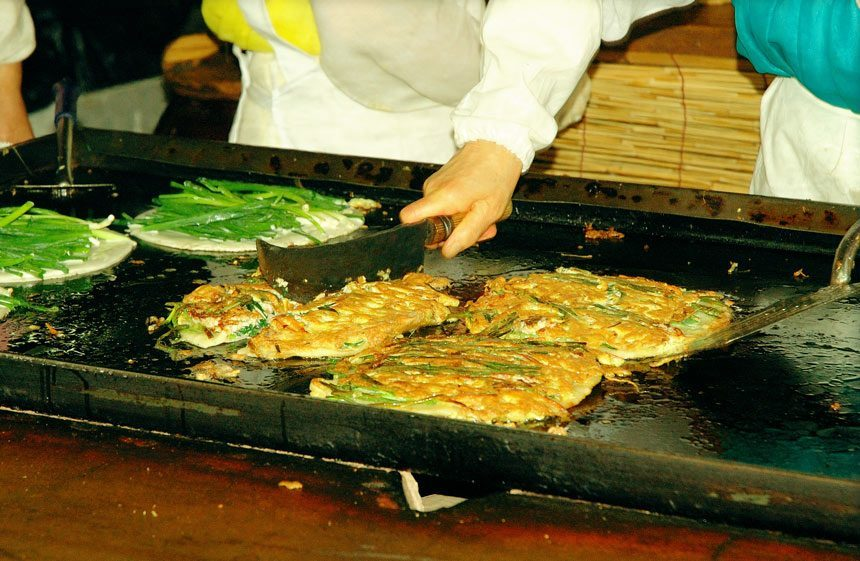 Haemul Pajeon,myeongdong food blog,myeongdong food guide,myeongdong must eat,what to eat in myeongdong (2)