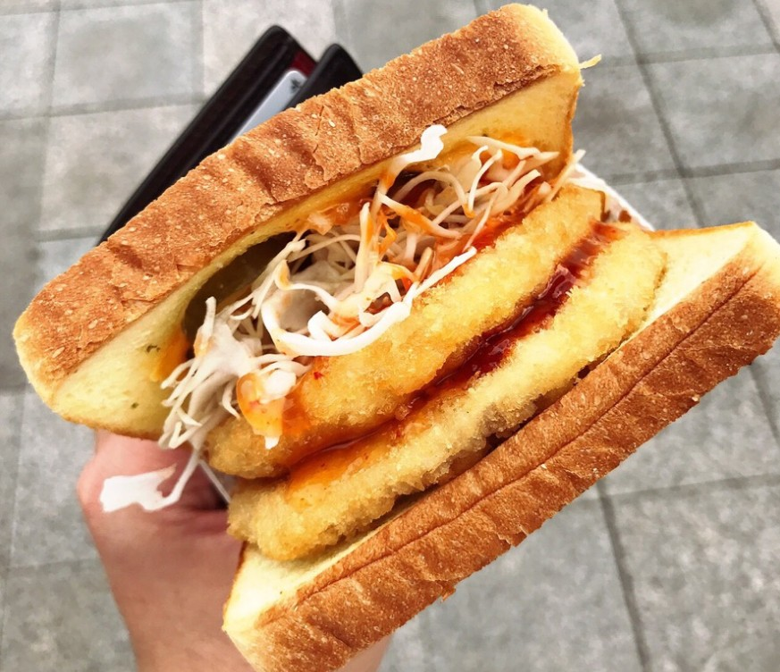 korean street toast,egg sandwich,myeongdong food blog,myeongdong food guide,myeongdong must eat,what to eat in myeongdong (2)