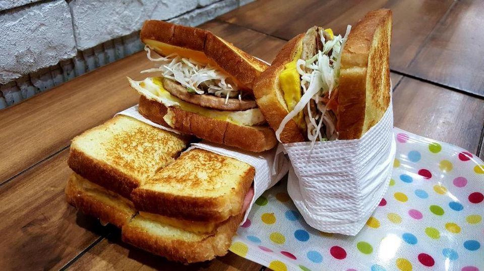 korean street toast,egg sandwich,myeongdong food blog,myeongdong food guide,myeongdong must eat,what to eat in myeongdong (1)