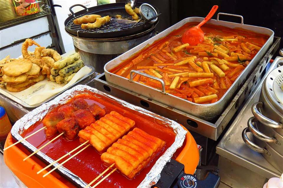 tteokbokki-korean-street-food,myeongdong food blog,myeongdong food guide,myeongdong must eat,what to eat in myeongdong (1)