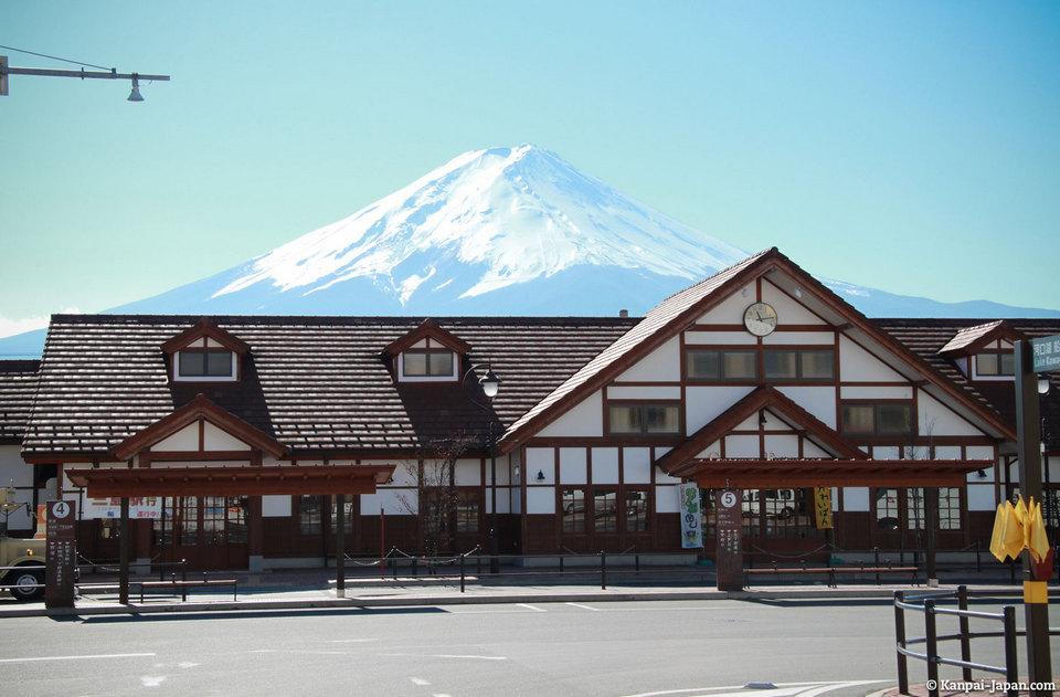 station kawaguchiko-momiji-fuji-3