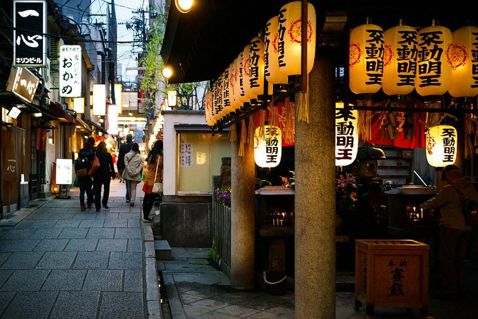 Hozenji Yokocho alley temple,dotonbori blog (1)