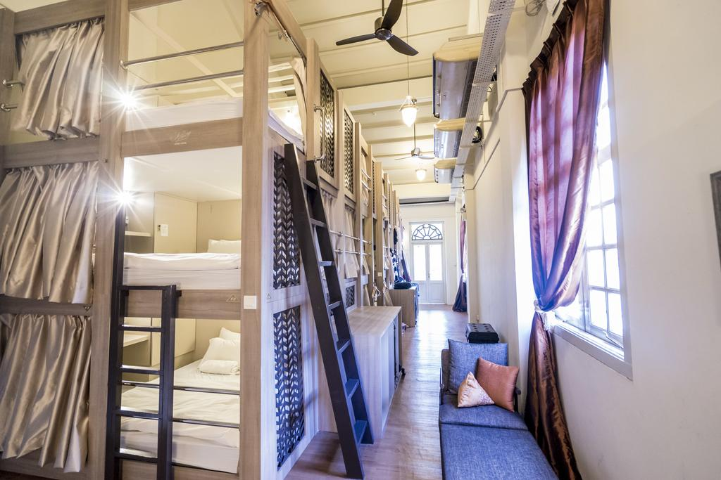Adler Hostel & Coffee Bar,affordable hostel in singapore,affordable hostels in singapore,best budget hostel in singapore (1)