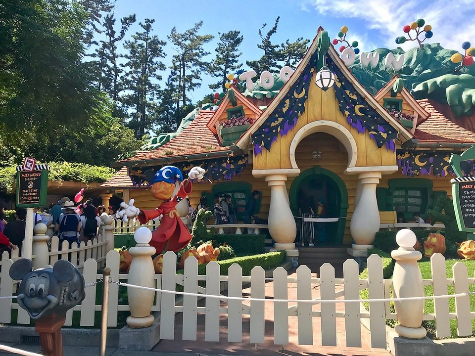 Colorful Toontown zone is suitable for both adults and children