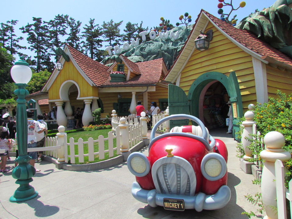 Mickey's house and car