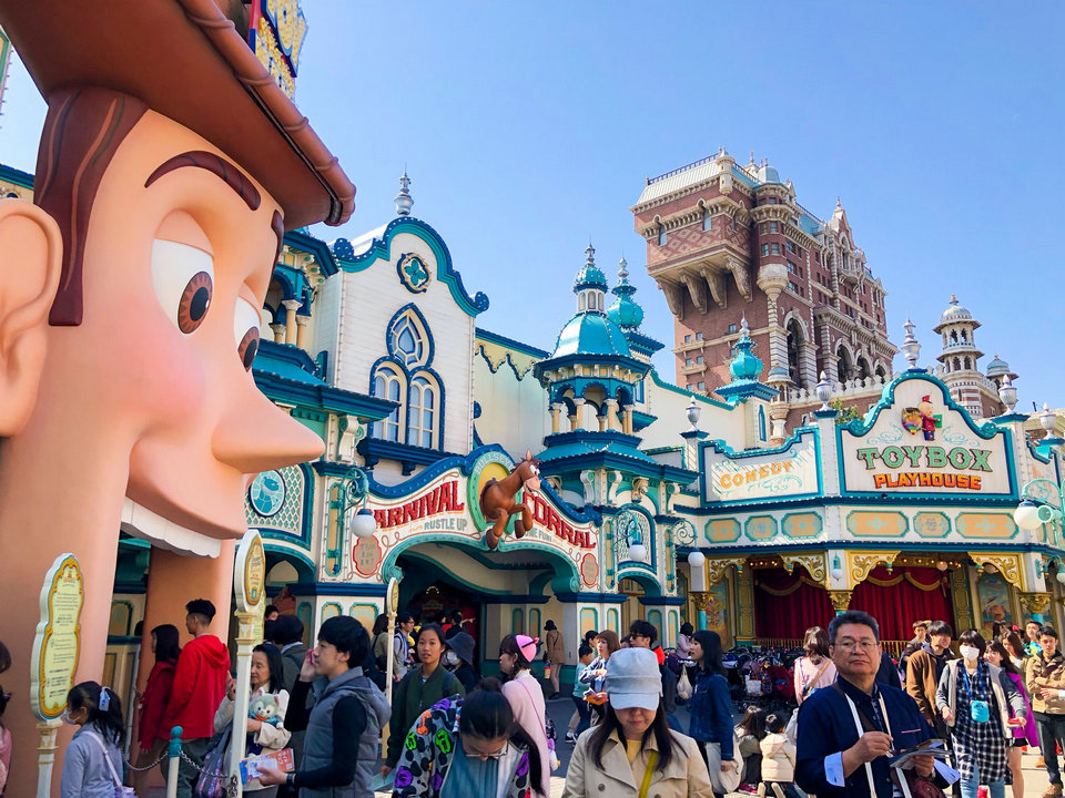 Start with the most famous game at DisneySea Tokyo – Toy Story Mania!