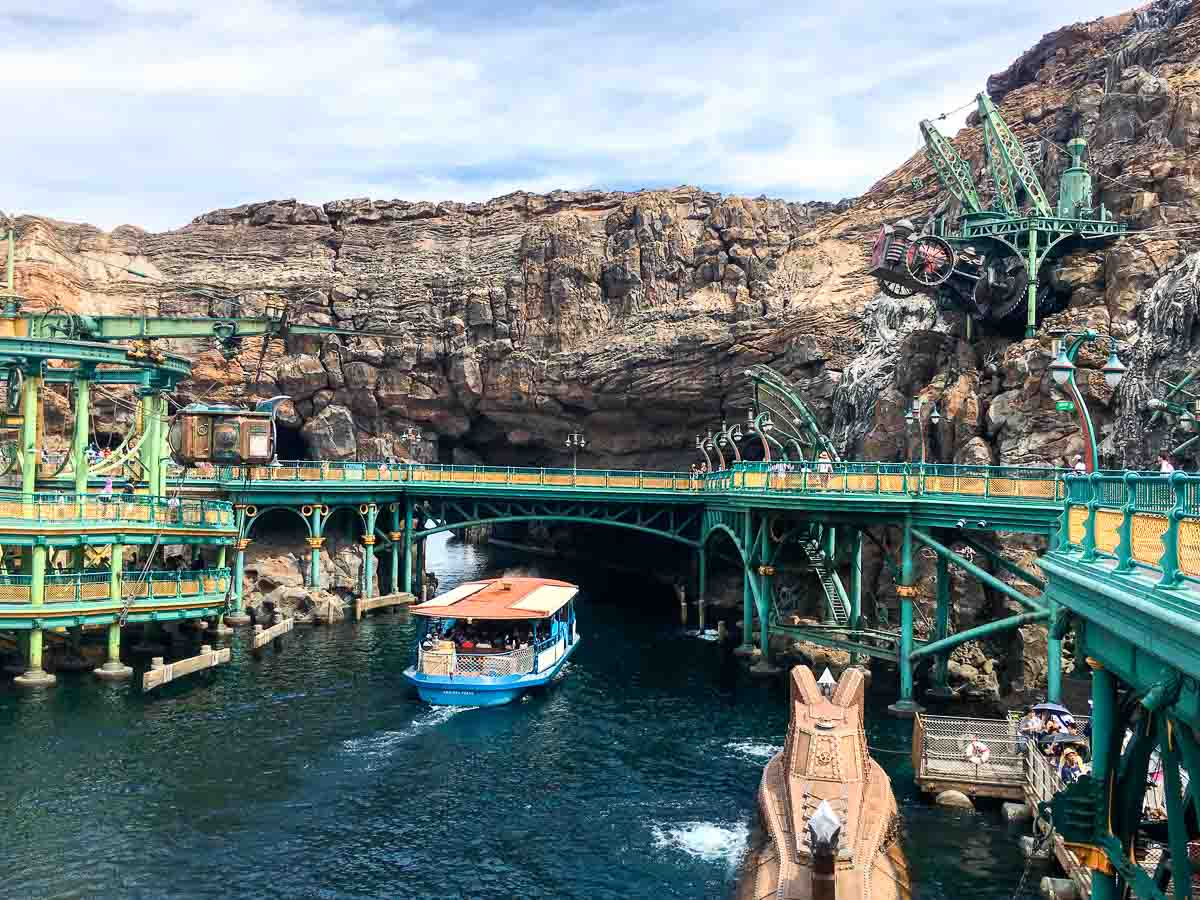 The mysterious island has the most beautiful scenery in DisneySea.