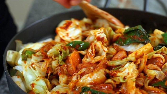 Dak galbi (stir-fry chicken)