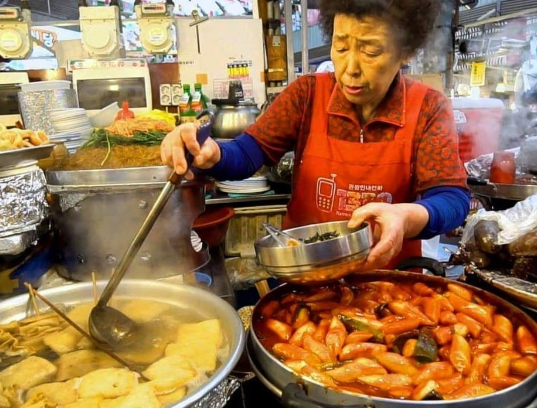 Gwangjang market,best street food area in seoul,where to eat korean street food in seoul,where to eat street food in seoul (4)