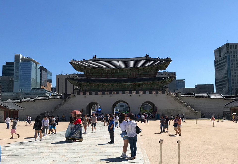 Gwanghwamun_gate,5 grand palaces in seoul,5 palaces in seoul,5 palaces seoul,five grand palaces in seoul (4)
