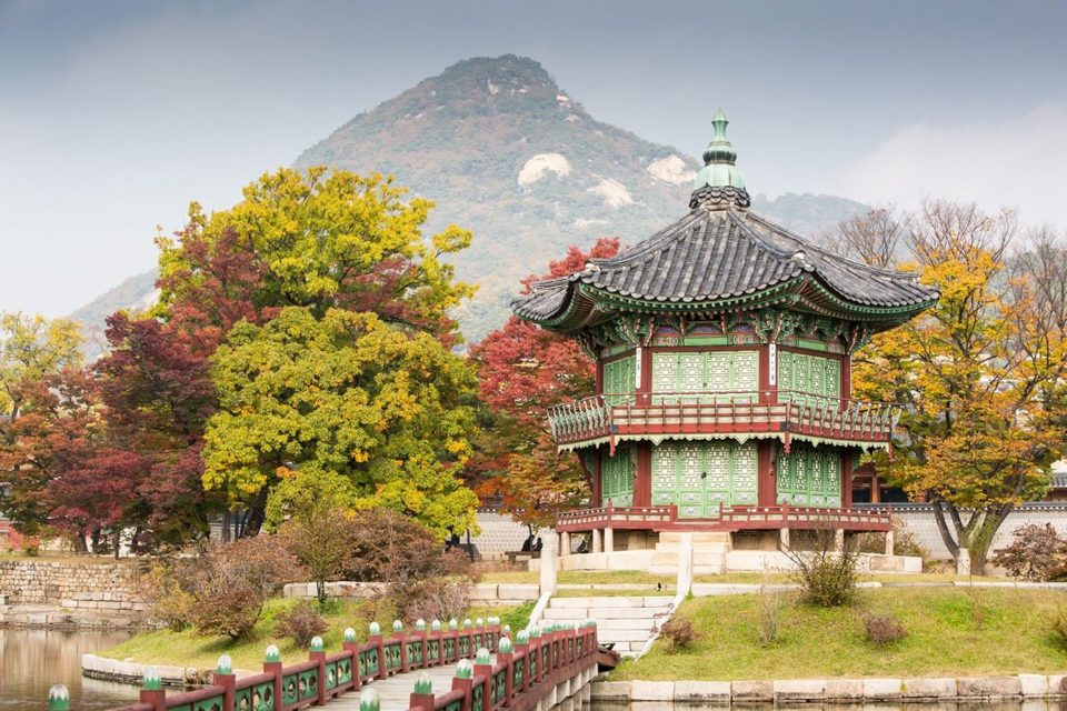Picturesque autumn in Gyeongbokgung