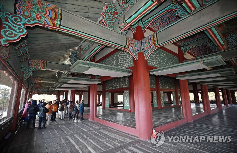 Gyeongbokgung 2nd floor