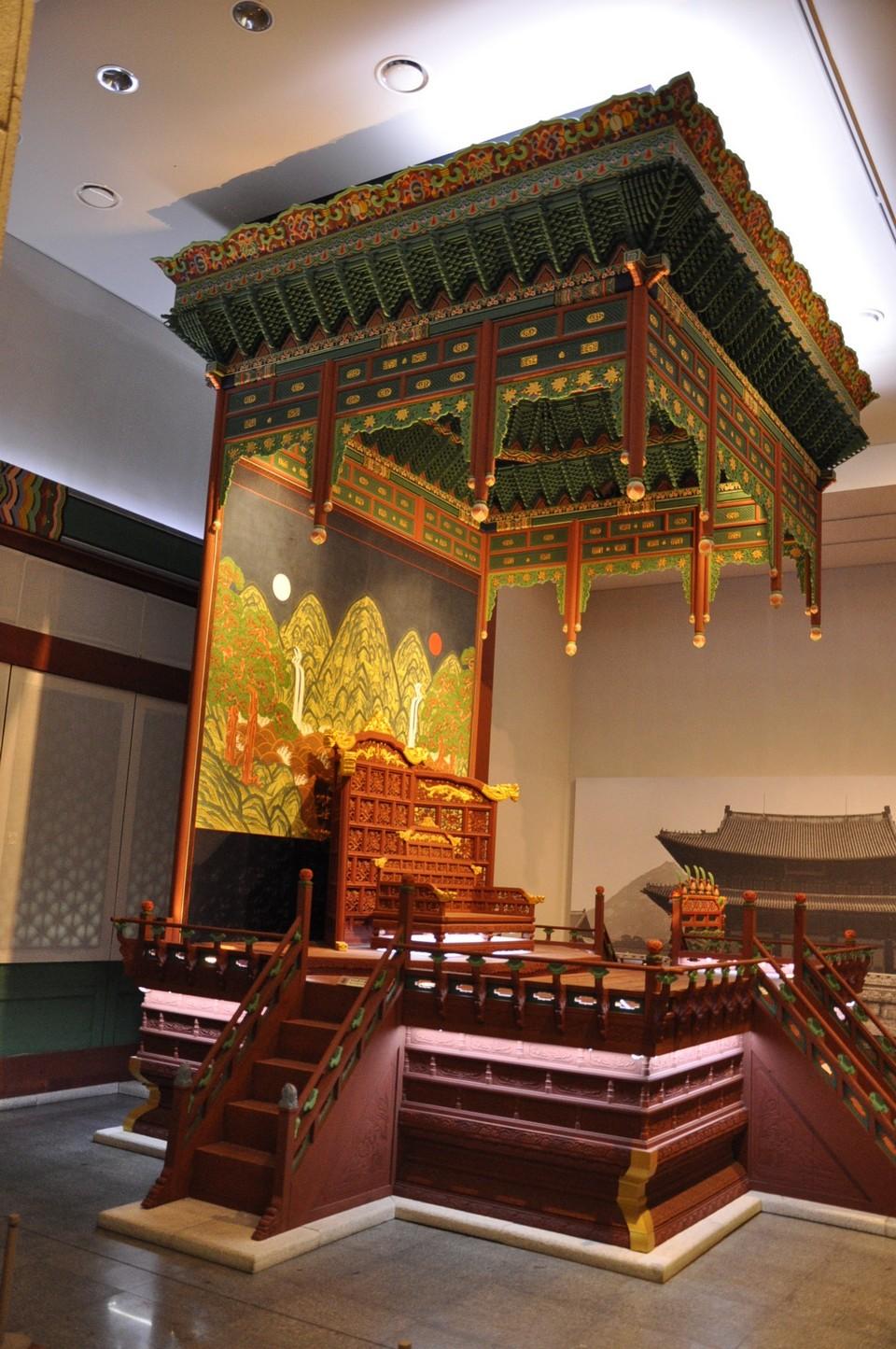 inside The National Folk Museum of Korea 11
