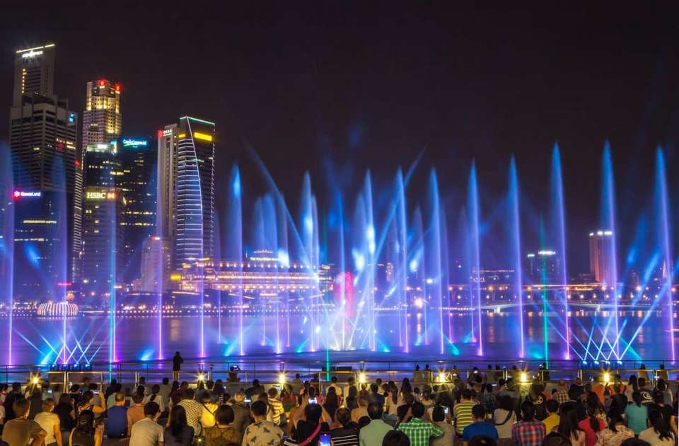 marina bay sand light show singapore,best place to go at night in singapore (1)