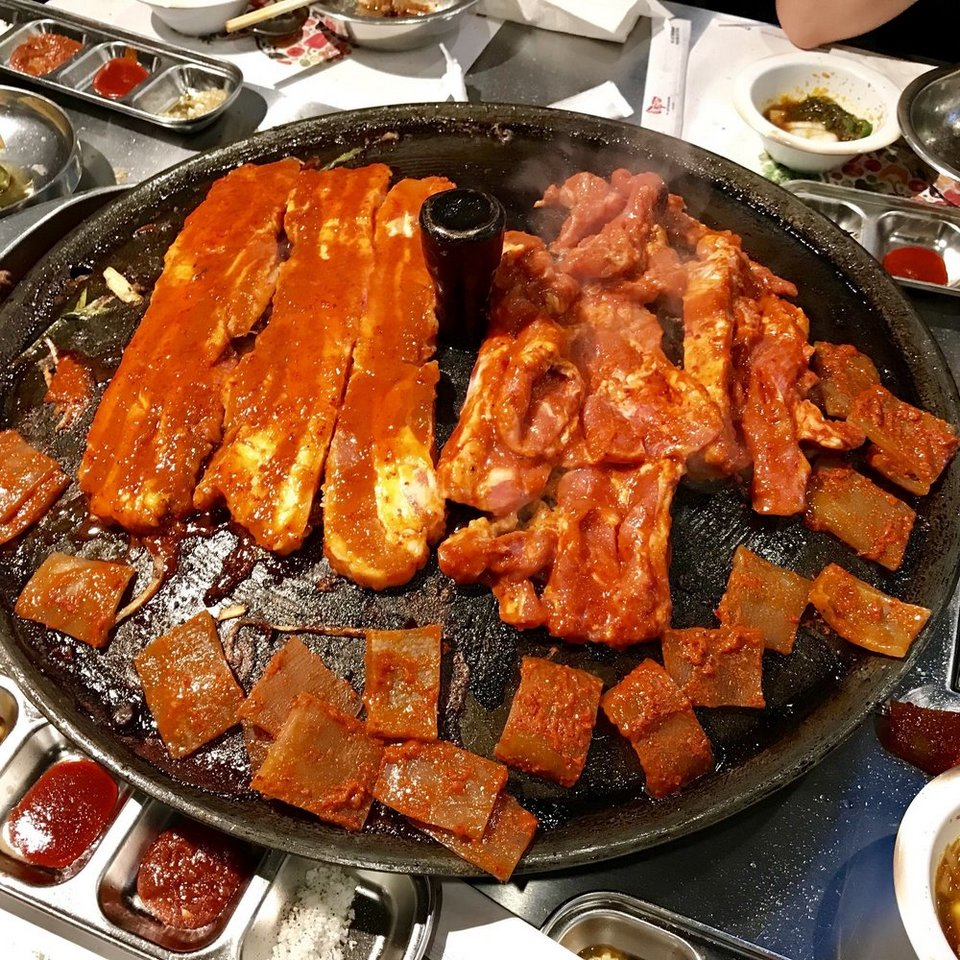 Dwaeji Ggupdaegi (Grilled pig skin),strange food in korea,korean exotic food,weird korean food,korean strange food
