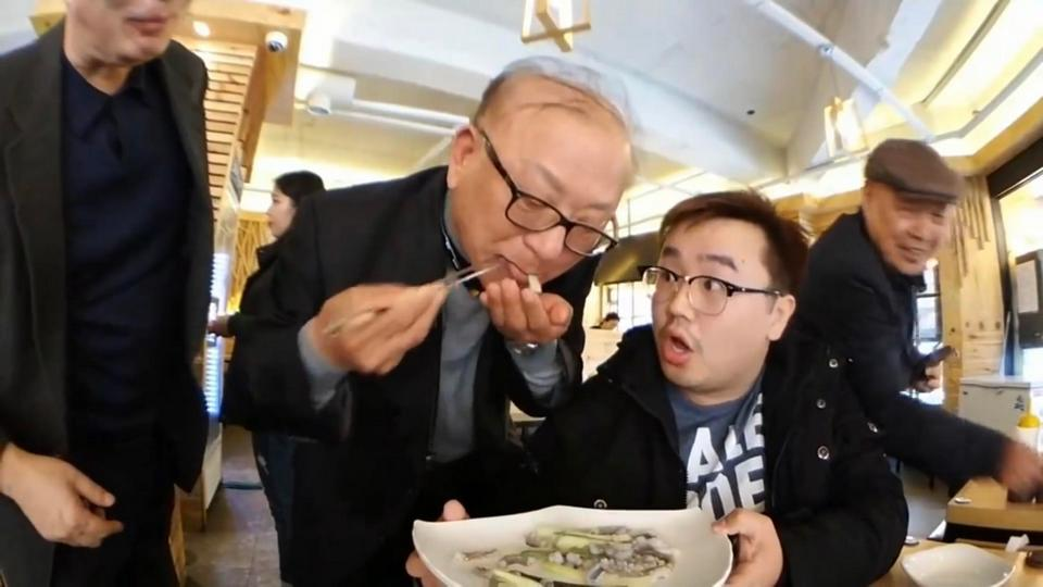 Sannakji (Live Octopus Sashimi),strange food in korea,unusual korean food,weird korean food,korean strange food (1)