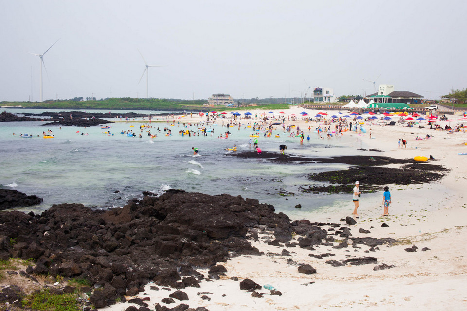 Gimnyeong Beach,best places to visit in jeju island,jeju must go places,must see places in jeju,must go places in jeju (1)
