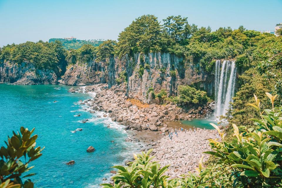 Jeongbang Waterfall (1)