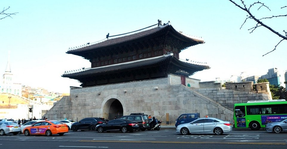 Heunginjimun gate seoul (1)