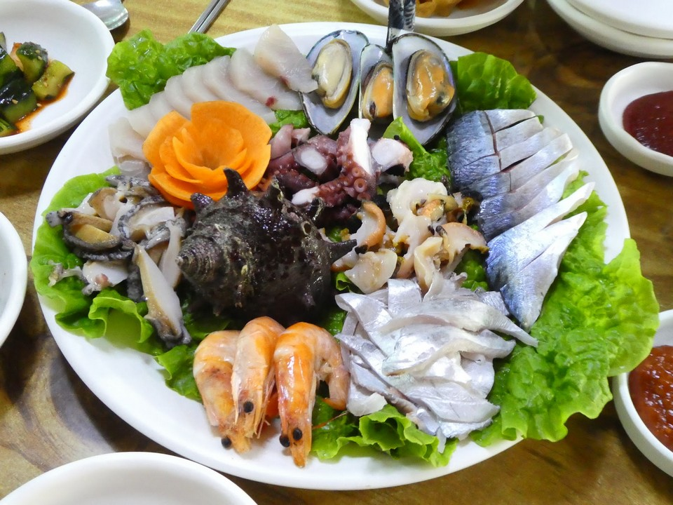 Hwae (Fresh Raw Fish with Salad) jeju (1)